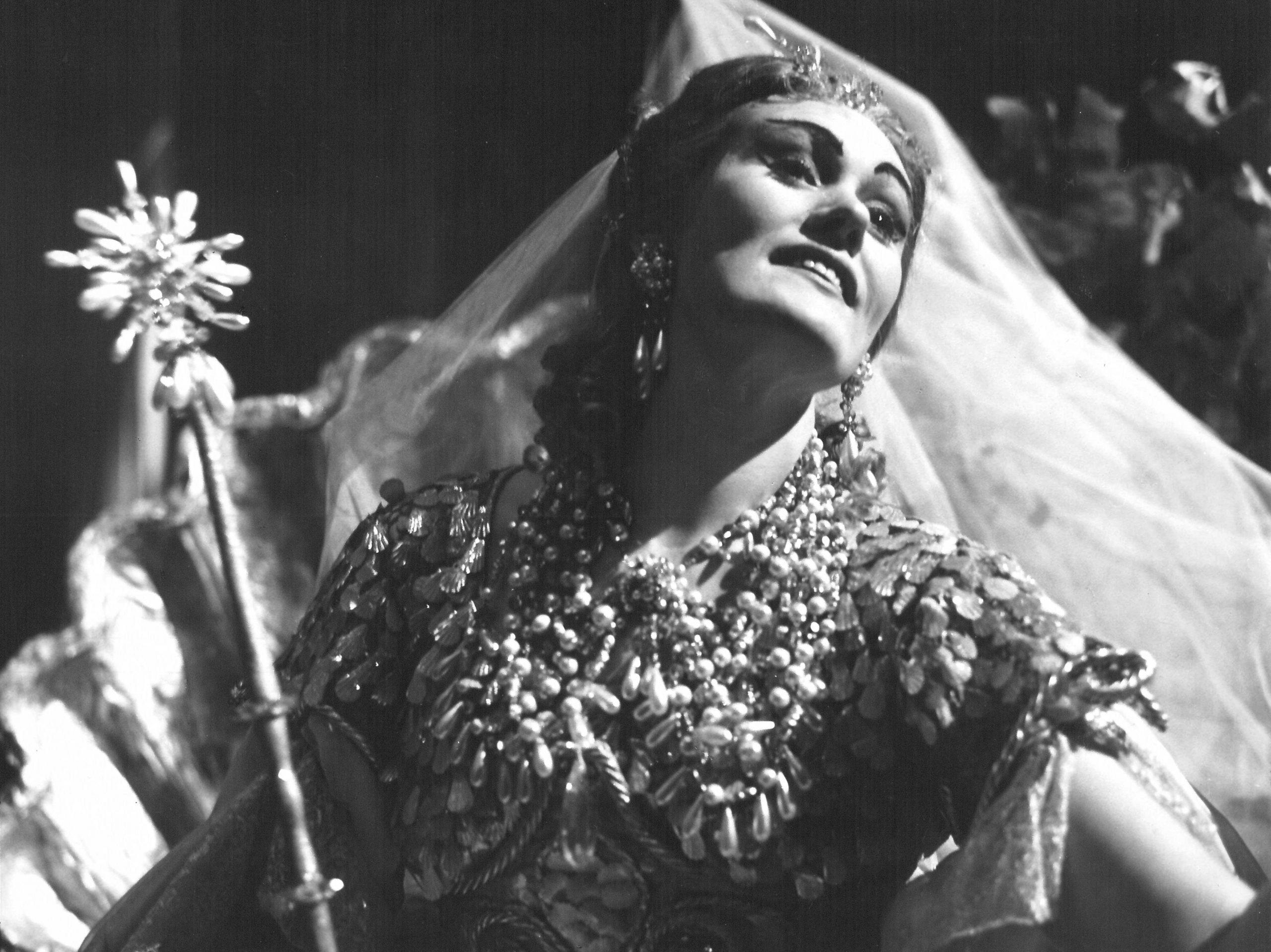 Zeffirelli e il 700 - Joan Sutherland