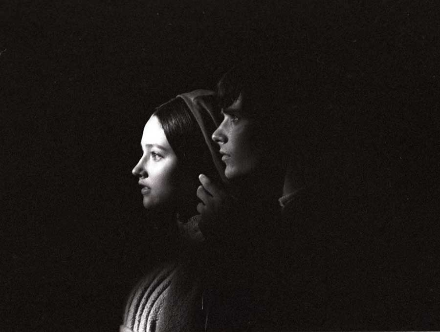 Olivia Hussey e Leonard Whiting